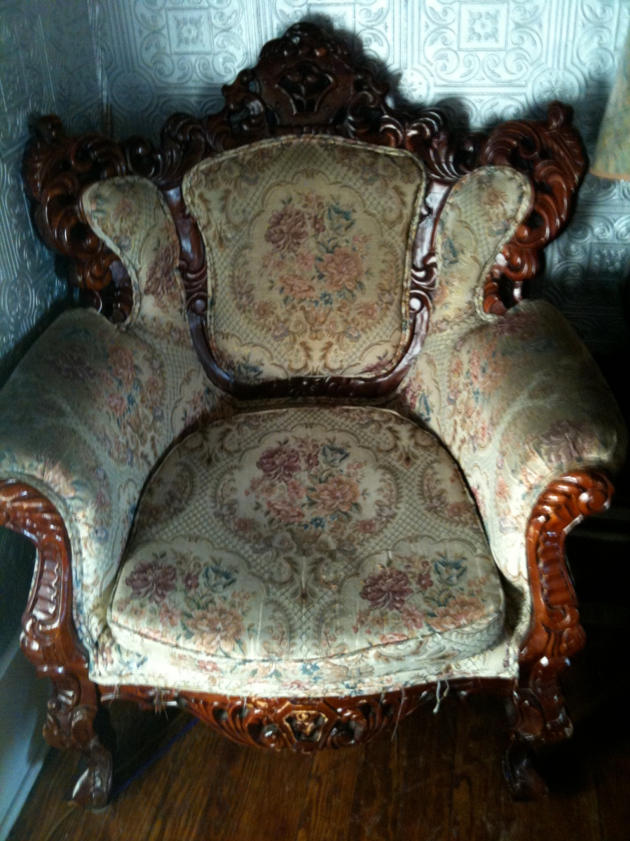 San Marcos: Tantra Coffeehouse chair
