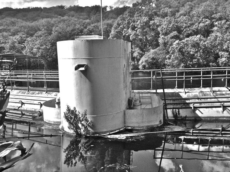 San Marcos Aquarena Springs: rusted underwater theater