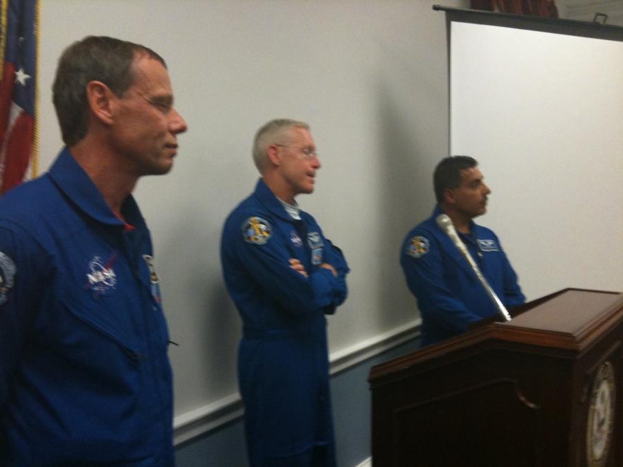 Astronauts Fugelsand, Forrester, Hernandez