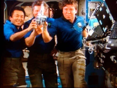 Space Station Expedition 19: Toast to fully recycled H2O