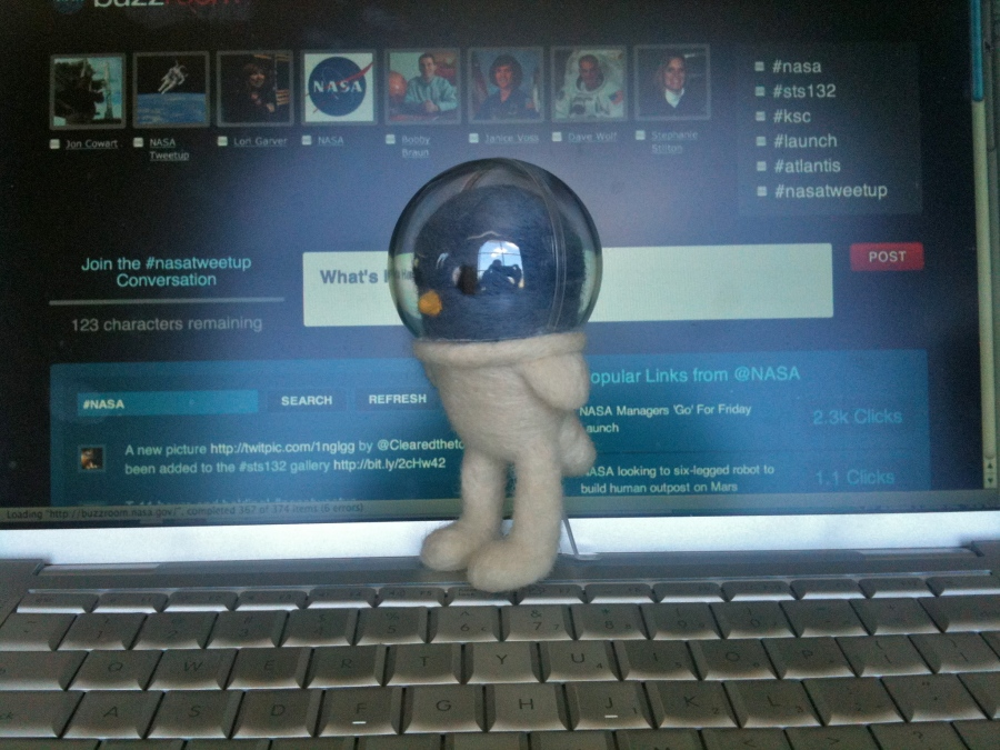Space Tweep Society Mascot inspecting Buzzroom
