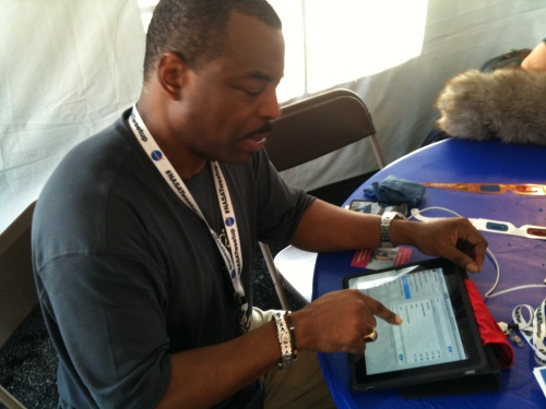 @LeVarBurton tweeting